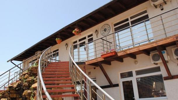 Гостиничный комплекс на 15 номеров в с.Прибрежное,берег моря.