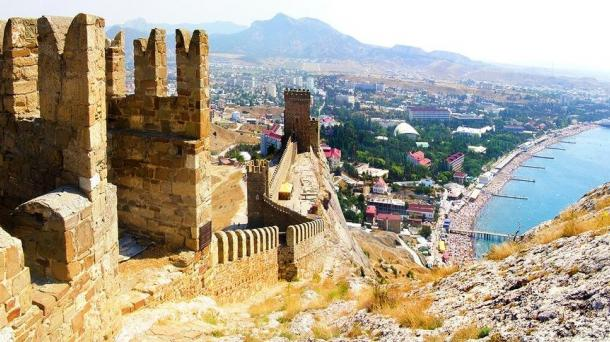 Купить мини гостиницу в Крыму в Судаке