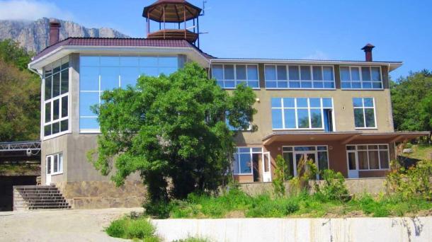 Шикарный 3-х этажный особняк в заповедной зоне Алупки