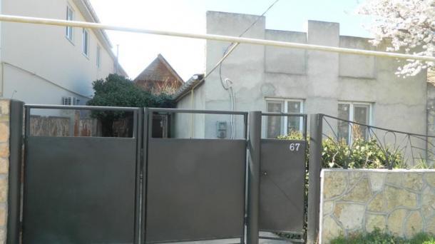 Продаю дом 72 м2, участок 7 соток +9 номеров для отдыхающих.