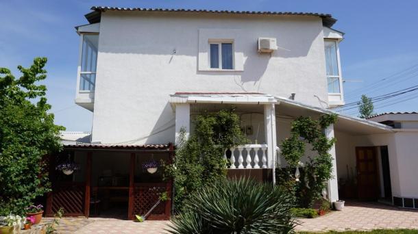 Дом + 6 номеров в  пгт. Заозёрное (1,2км от моря).