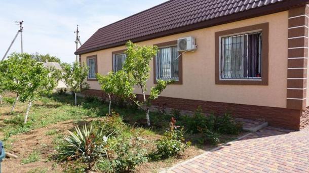 Дом с ремонтом в с.Уютное по ул. Крымская.