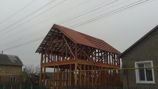 Участок с каркасом деревянного дома