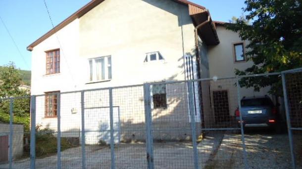 Продаётся двух-этажный жилой дом,с мебелью,техникой 218.7 кв/м. на 8 сотках, в коттеджном посёлке закрытого типа (въезд по пропускам) г. Севастополь,Балаклавский район с.Кизиловое
