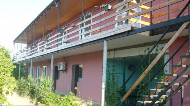 Продаю гостевой дом в Крыму на берегу моря