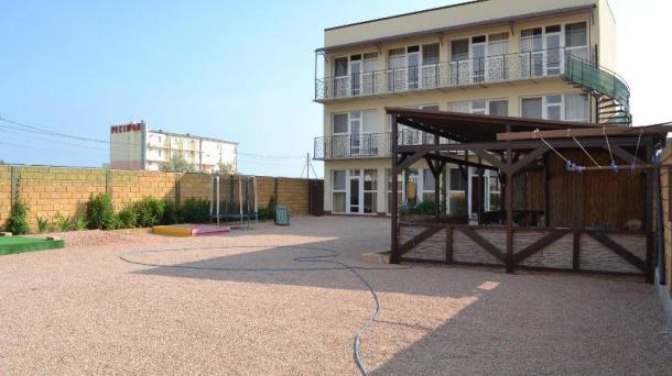 Мини-пансионат на 10 номеров в с.Поповка, 150м от моря.