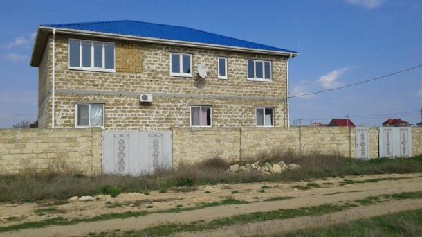 Продажа большого трехэтажного дома в пгт Заозерное, Евпатория, участок - 15 сот.