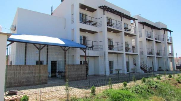 Гостиница в пгт.Заозёрное р-он Песчанки(на 19 номеров) с видом на море.