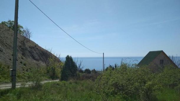 Продам земельный участок ИЖС 6 сот. г. Алушта, с. Семидворье, 400 метров от моря.