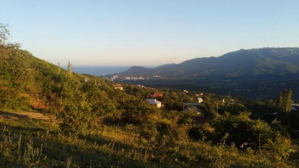 Продается земельный участок в г. Алушта, с. Лучистое площадью 6,5 соток.