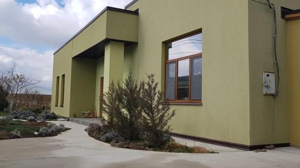 Современный, жилой дом в с.Уютное, 2км от моря.