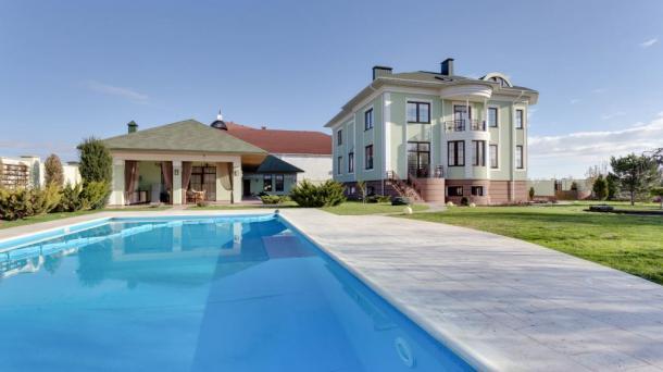Продажа большого дома + 4 гостевые номера в пт. Заозёрное, район Лимановка , пригород Евпатории.