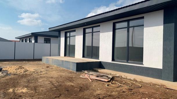 Дом новой постройки в с.Уютное, 3км от моря.