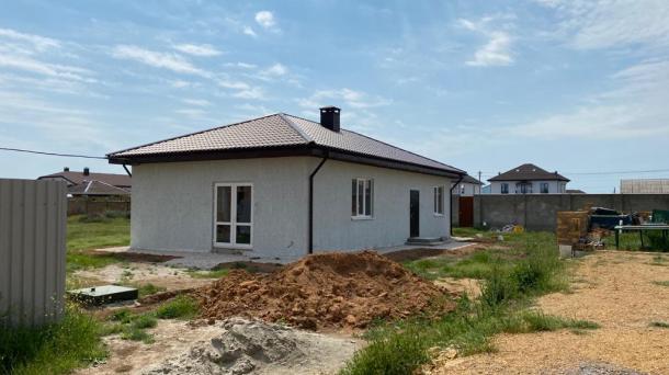 Новый дом по ул. Молодежная, с..Уютное  (2,5км от моря).
