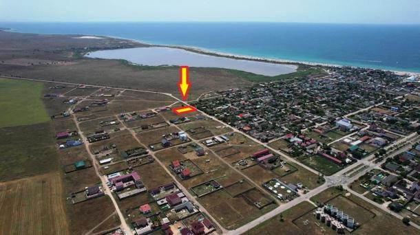10 соток в селе Штормовое по ул.60 лет Октября (1,1км от моря).
