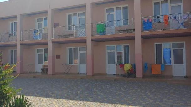 Действующий пансионат на 22 номера в с.Штормовое, 1,4км от моря.